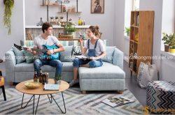 Sofa vải màu xanh nổi bật cho phòng khách mùa hè luôn thoáng mát